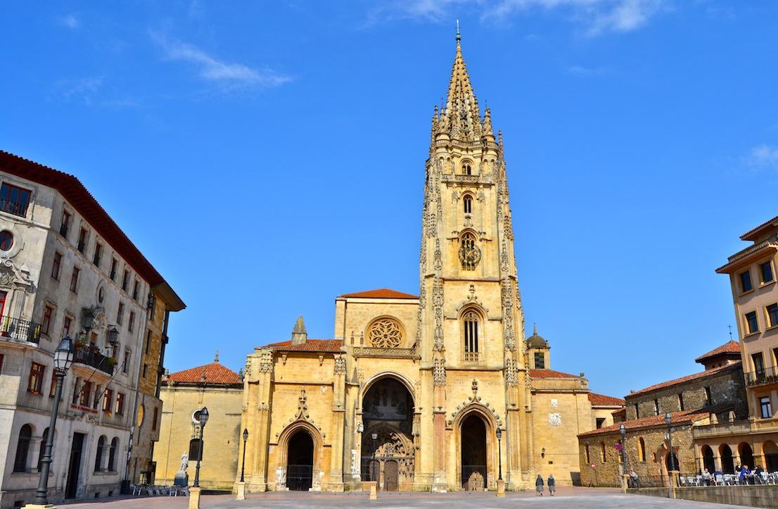 Llegada a Oviedo y tiempo de ocio. Parroquias_catedral-de-san-salvador_catedral-de-san-salvador_catedral1_2401_1417707463