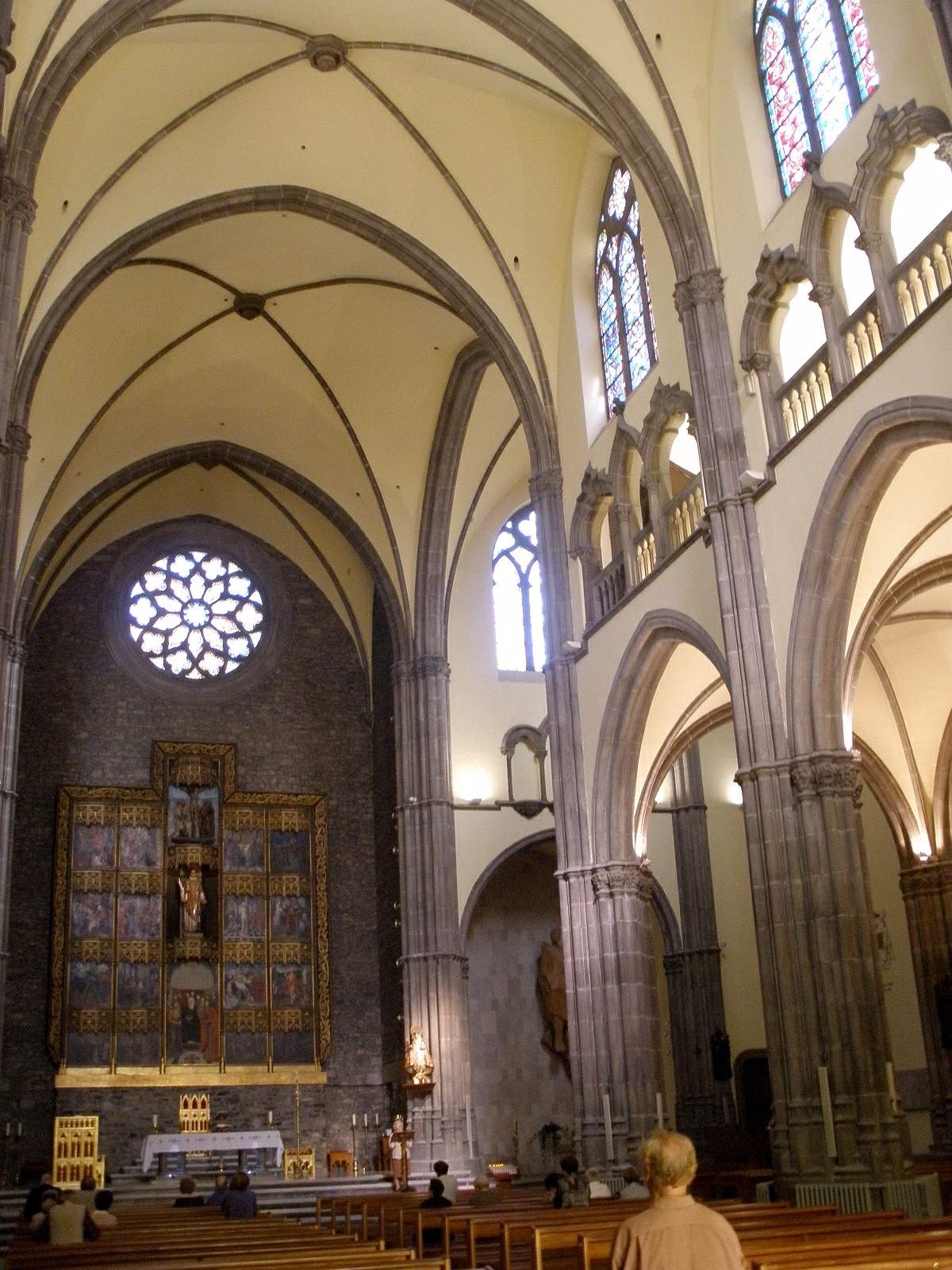 San lorenzo gij n parroquias en gij n parroquias en for Interior iglesia san lorenzo brunelleschi