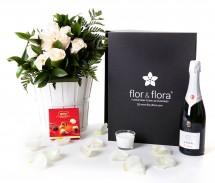 Caja regalo 10 rosas blancas + cava + regalo
