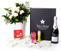 Caja regalo 10 rosas blancas + durex + cava + regalo