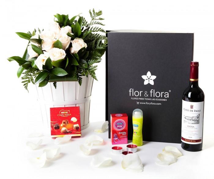 Caja regalo 10 rosas blancas + Nestlé + Durex + vino Rioja _caja-negra-pequeña-+-10-blancas-+-bombones-+-durex-+-velas-+-tinto