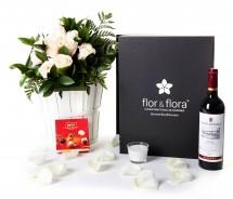 Caja regalo 10 rosas blancas + vino Rioja + regalo