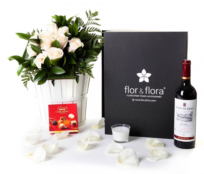 Caja regalo 10 rosas blancas + Nestlé + vino Rioja_caja-grande-negra-+-10-blancas-+-bombones-+vela-+-tinto