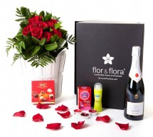 Caja regalo 10 rosas rojas + durex + cava + regalo