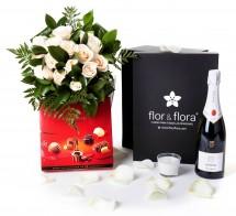 Caja regalo 12 rosas blancas + vela + cava + regalo