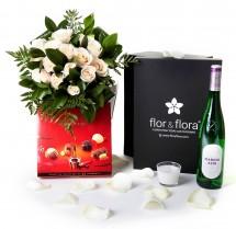 Caja regalo 12 rosas blancas + vela + vino blanco + regalo
