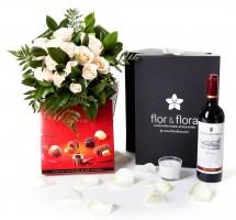 Caja regalo 12 rosas blancas + vela + vino Rioja + regalo