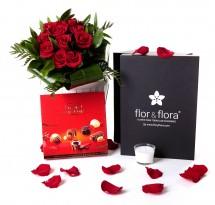 Caja regalo 12 rosas rojas + vela + regalo