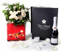 Caja regalo 15 rosas blancas + vela + cava + regalo