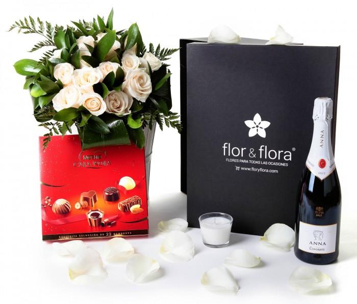 Caja regalo 15 rosas blancas + Nestlé grande + cava_caja-grande-negra-+-15-blancas-+-bombones-y-vela-con-botella-cava
