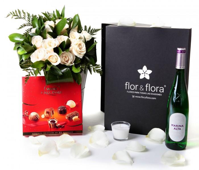 Caja regalo 15 rosas blancas + Nestlé grande + vino blanco_caja-grande-negra-+-15-blancas-+-bombones-y-vela-con-botella-blanco