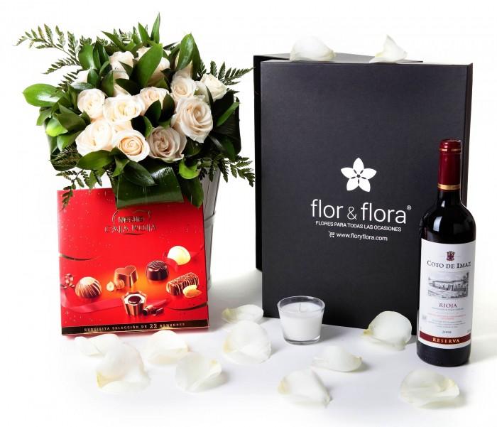 Caja regalo 15 rosas blancas + Nestlé grande + vino Rioja_caja-grande-negra-+-15-blancas-+-bombones-y-vela-con-botella-tinto