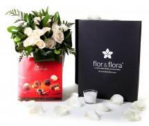 Caja regalo 15 rosas blancas + vela + regalo