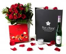 Caja regalo 15 rosas rojas + vela + vino blanco + regalo