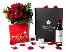 Caja regalo 15 rosas rojas + vela + vino Rioja + regalo