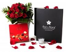 Caja regalo 15 rosas rojas + vela + regalo