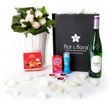 Caja regalo 6 rosas blancas + durex + vino blanco + regalo