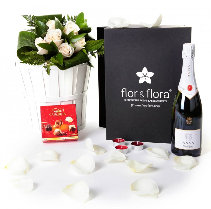 Caja regalo 6 rosas blancas + Nestlé + cava_caja-pequeña-negra-+-6-blancas-+-bombones-+-cava-+-velas