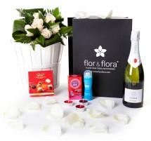 Caja regalo 6 rosas blancas + durex + cava + regalo