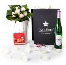 Caja regalo 6 rosas blancas + vino blanco + regalo