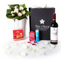 Caja regalo 6 rosas blancas + durex + vino Rioja + regalo