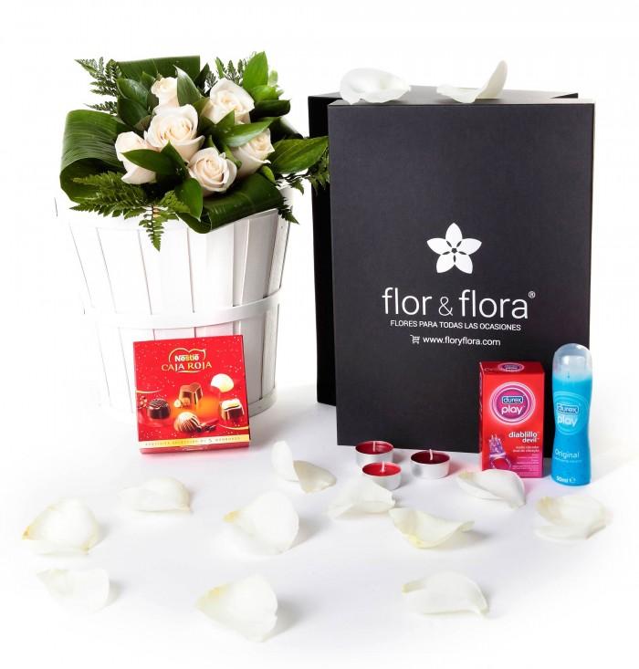Caja regalo 6 rosas blancas + Nestlé + Durex_caja-pequeña-negra-+-6-blancas-+-bombones-+-durex-+-velas