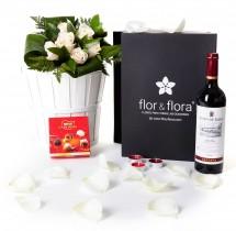 Caja regalo 6 rosas blancas + vino Rioja + regalo