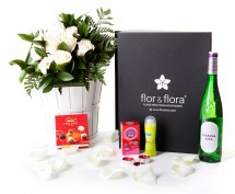 Caja regalo 10 rosas blancas + durex + vino blanco + regalo